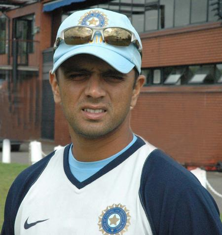 Happy birthday to rahul dravid.my favourite player in cricket.