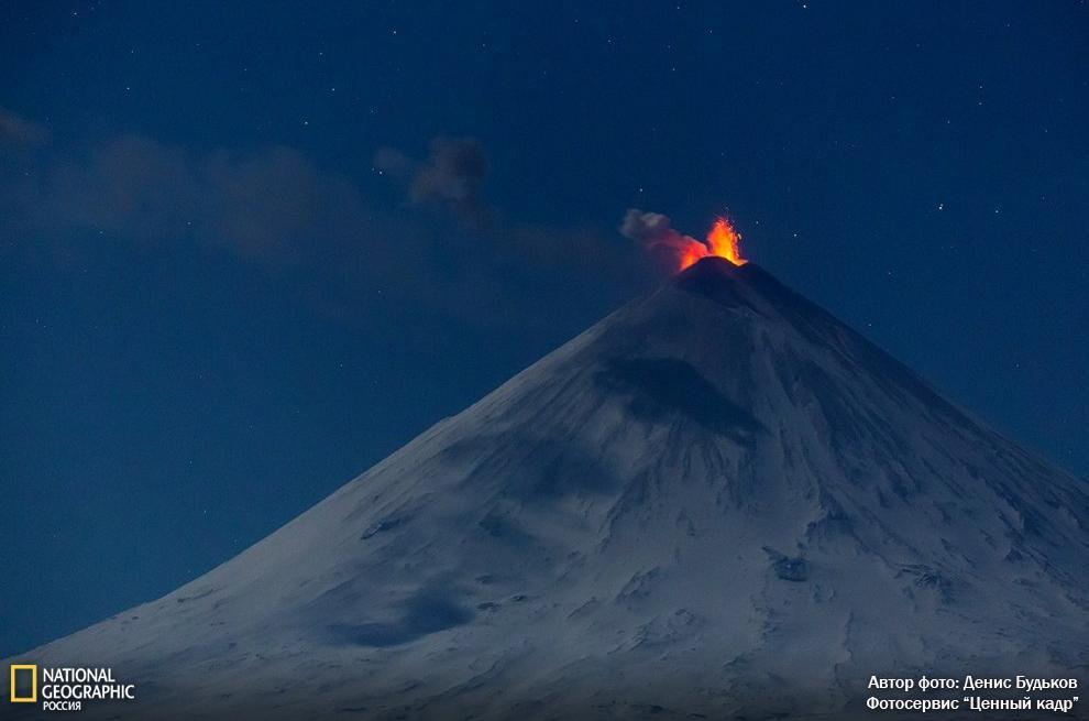 Денис Будьков: «Камчатка. Январь 2015 года. Не прошло и двух лет, как вулкан Ключевская сопка вновь заработал!» http://t.co/BVzc6JW1Un