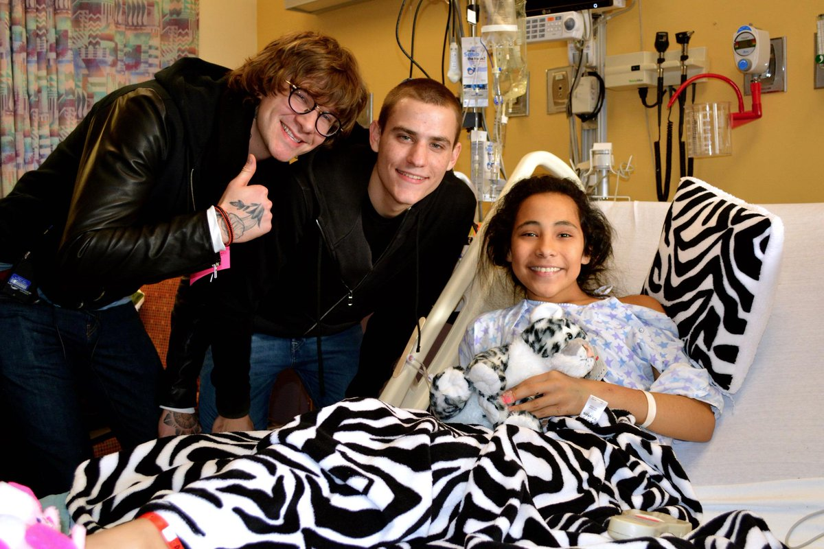 Big thanks to NBC's The Voice finalists @mattmcandrew & @iamchrisjamison for visiting our patients, including Rachel! http://t.co/YzktXbeCK9