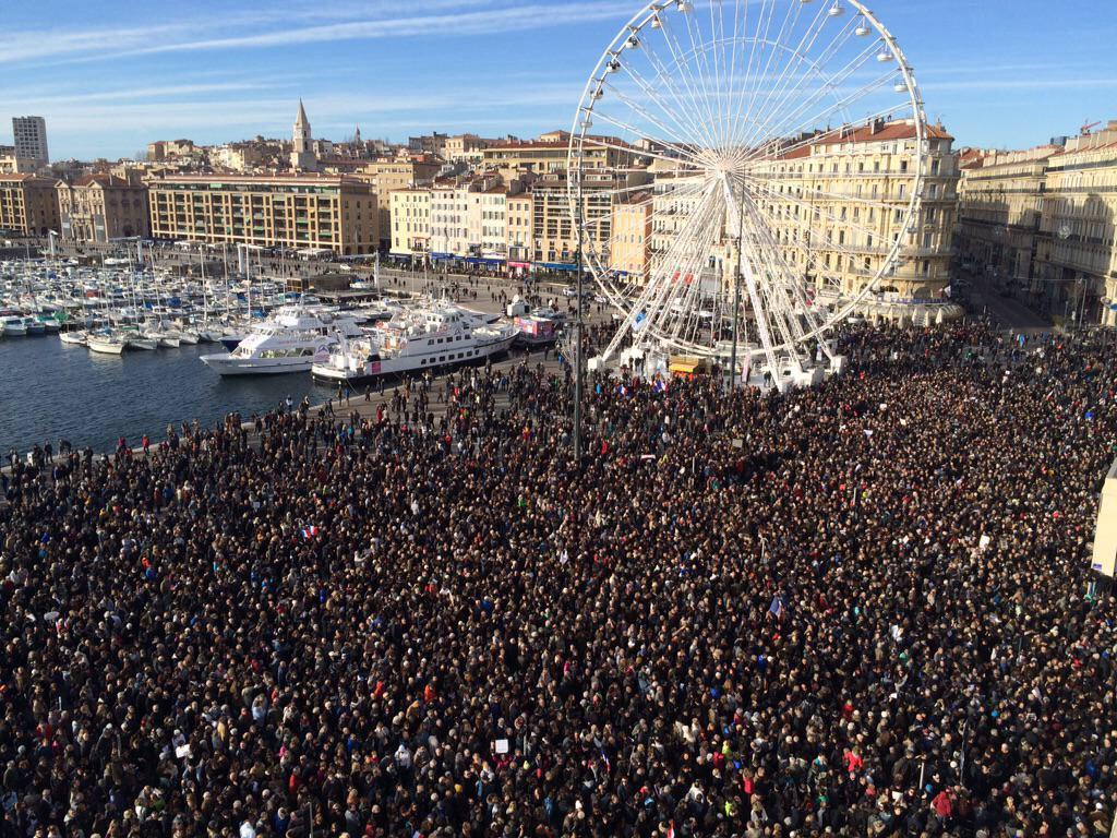 RT @Antoine_Specter: Actuellement : - 100.000 pers. à Bordeaux.  - 100.000 pers. à Marseille.  - 150.000 pers. à Lyon.  #JeSuisCharlie http…