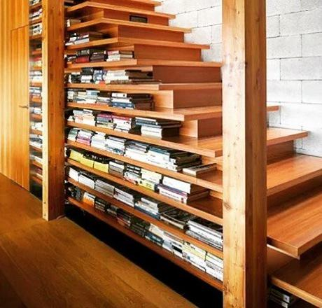 I desperately want this bookshelf. #amreading #amwriting #bookshelves http://t.co/IWoB24gQ4m