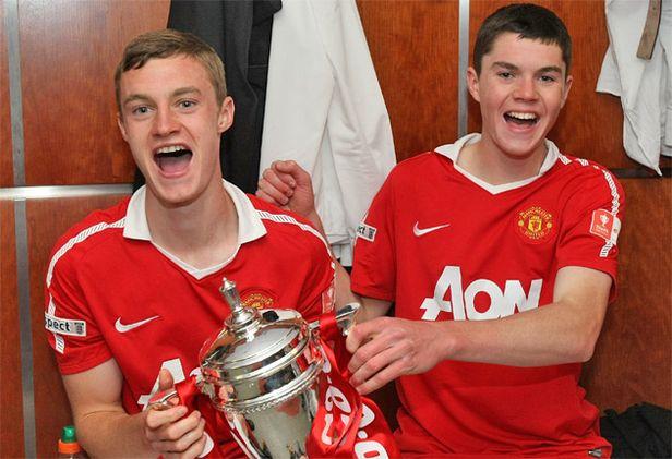 in 1993, si kembar Michael dan Will Keane lahir di Stockport Inggris. Happy birthday :)