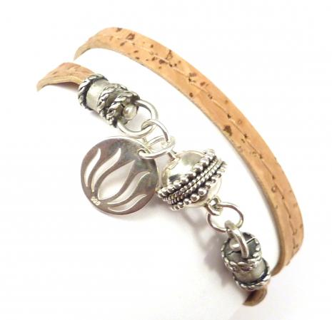 Great vegan alternative to leather - Cork Wrap Bracelet with lotus flower http://t.co/BzUDNhlH20 http://t.co/6ibOTwXDYu