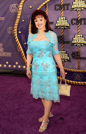 I wanna wish a happy 69th birthday 2 Naomi Judd I hope she has a great day with her family & friends