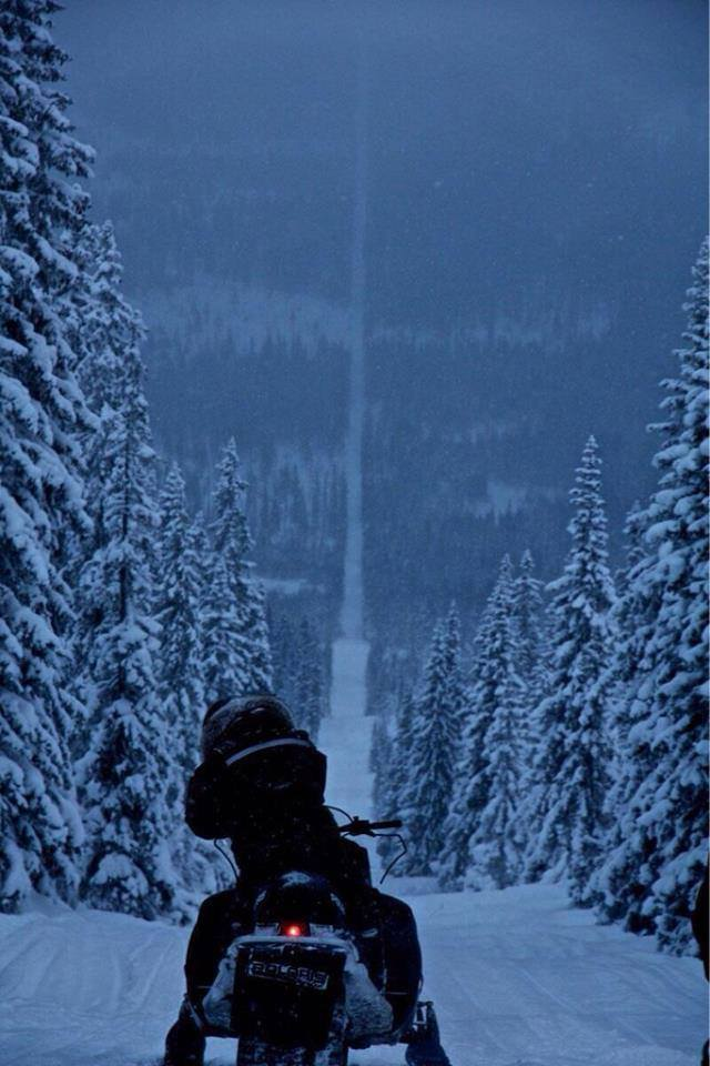 This photo never stops to amaze me. The border of Norway and Sweden! http://t.co/xJRWMfpIQ2
