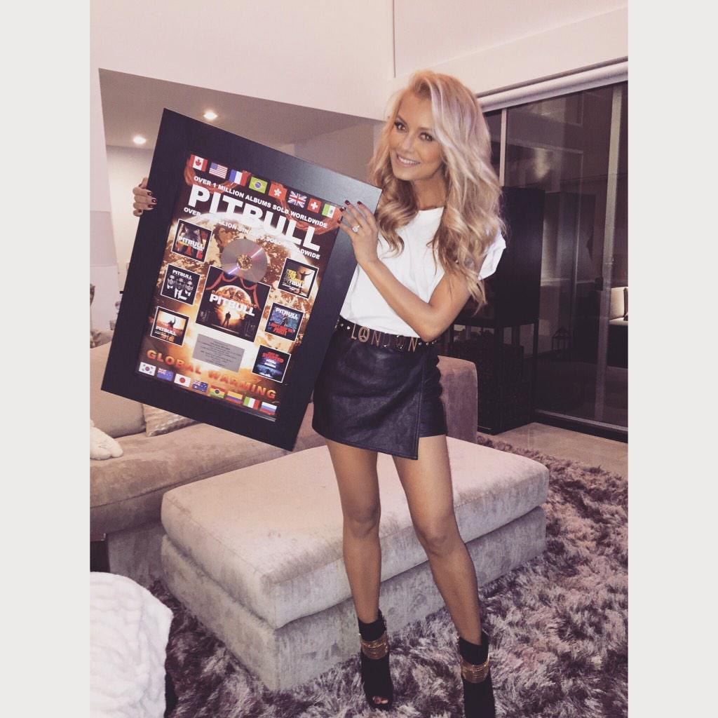Thank you @pitbull for this amazing plaque!! Honored to be part of your album! ##globalwarming #LastNight http://t.co/Cb139PKr2B