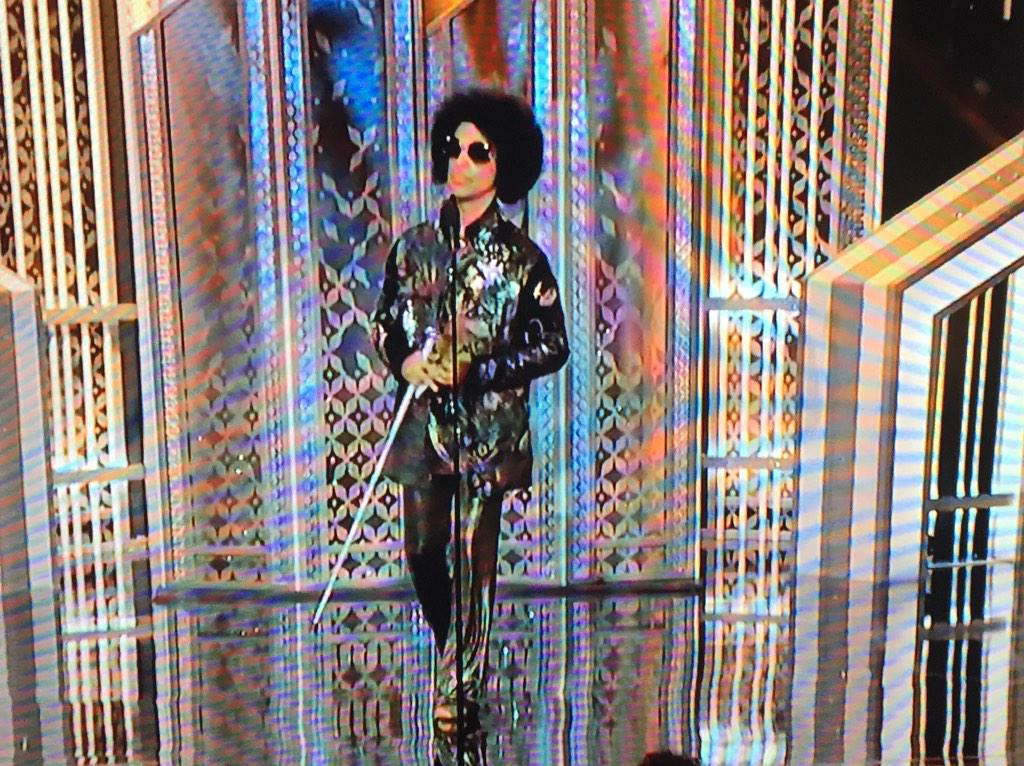 Good luck to everyone else trying to make a Globes entrance after this. http://t.co/tutfGkWIum