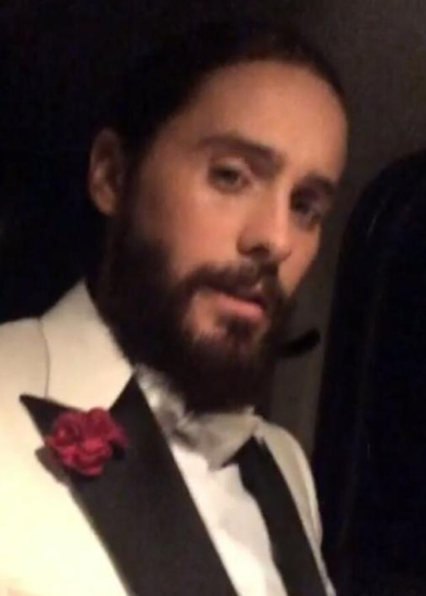 .@JaredLeto gives tribute to those that died in the massacre in France. 'Je Suis Charlie' http://t.co/hogrVynBFv http://t.co/lQaZTEqENJ
