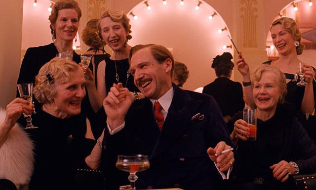 In which all is right in the world: #GrandBudapestHotel wins Best Picture (Comedy/Musical). #GoldenGlobes http://t.co/EGIghSH9vv