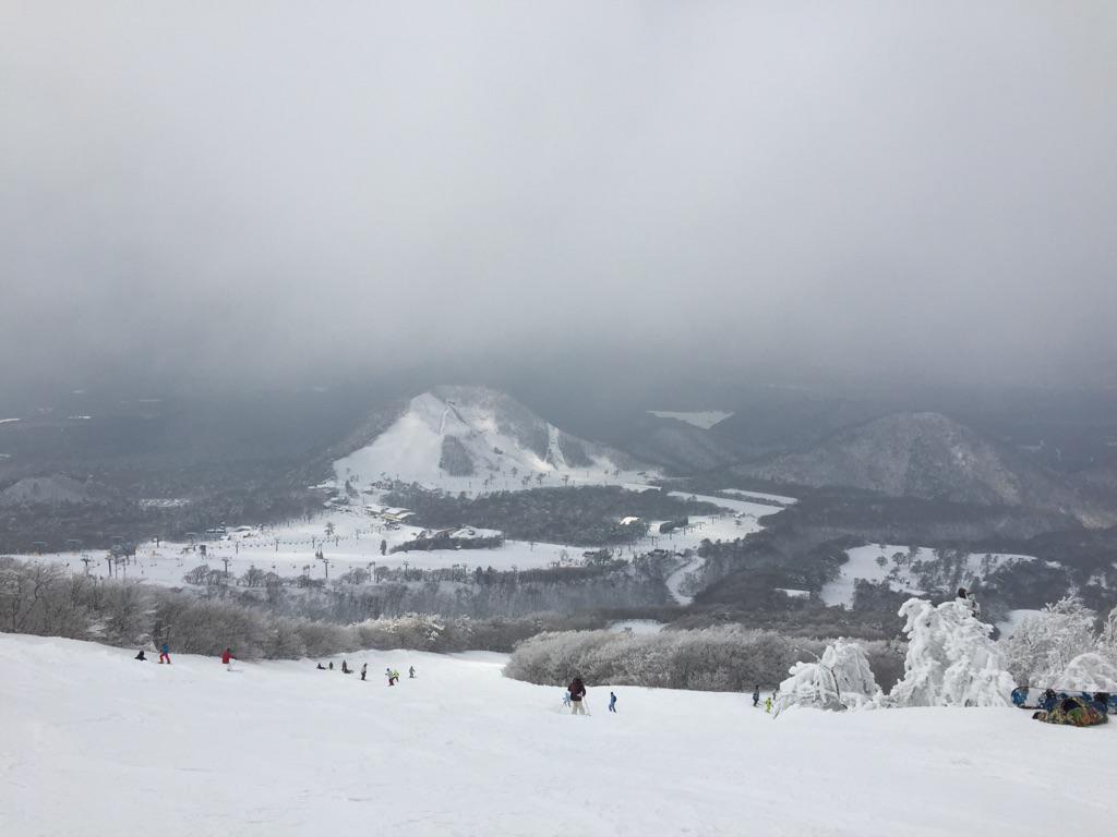 ちなみに、おとといの大山頂上。 http://t.co/9II207KnOv