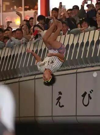大阪の成人式の様子① http://t.co/PiLM9lPBgD