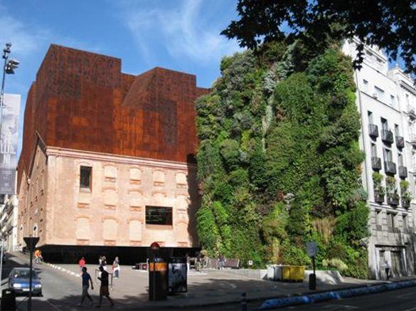 #Duurzaamheid onder #architectuur; #optoppen aan de ene kant, en een @vertiplant aan de andere kant @VitaleGroenStad http://t.co/QMULcQHgC9