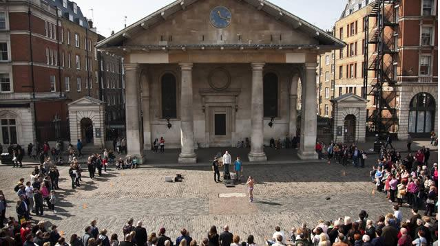 101 free things to do in London: See @CoventGardenLDN entertainers: http://t.co/aRNoP4iUzx #BudgetLondon #FreeLondon http://t.co/JiTOoe2fkR