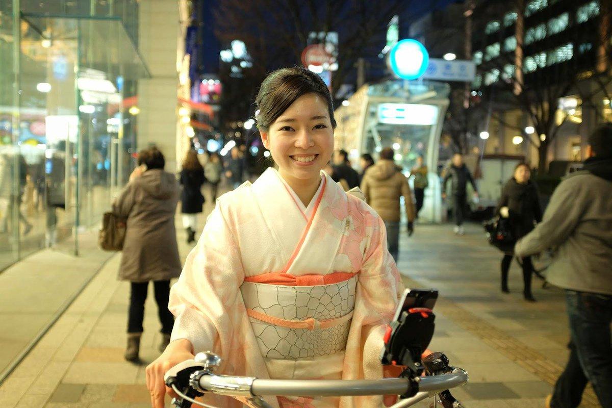 しとやか和装女子、表参道をチャリで駆け抜けるの巻!所謂和装のザッツ・トラディショナルなだけに、すごい際立って見えるんです。和装も自転車も。プロモーションてつまりこういう事よね。勉強になる!http://t.co/K3rezWOb5O http://t.co/qVQgwbAqpI