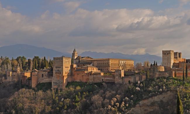 La Alhambra de Granada se corona de nuevo como el monumento más visitado de España  http://t.co/MbZ1jzRCSp http://t.co/5tozXn503q