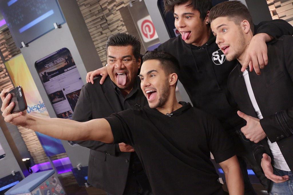 #SelfieMoment con @TheCarlosPena @villalobossebas y @georgelopez http://t.co/ZIrFLvvUCn