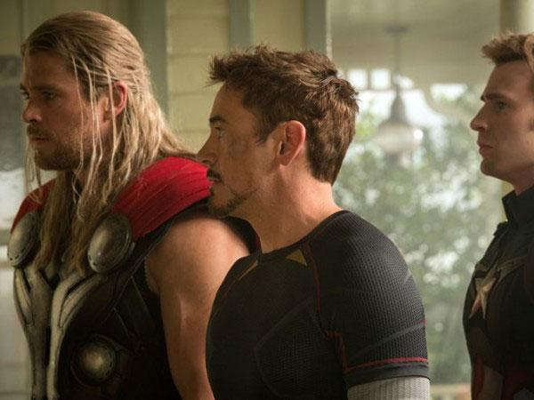 #AvengersAgeOfUltron trailer looks like 'Avengers Disassemble.'  Things get really rough. http://t.co/eY8Q2HE2Gz http://t.co/qqoMFZZecF