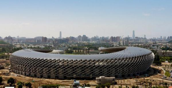 Hoe stimuleren we #duurzaamheid op daken? Bv met #zonnepanelen onder #architectuur @GroeneZaken @urgenda @janrotmans http://t.co/svY02Qtzg9