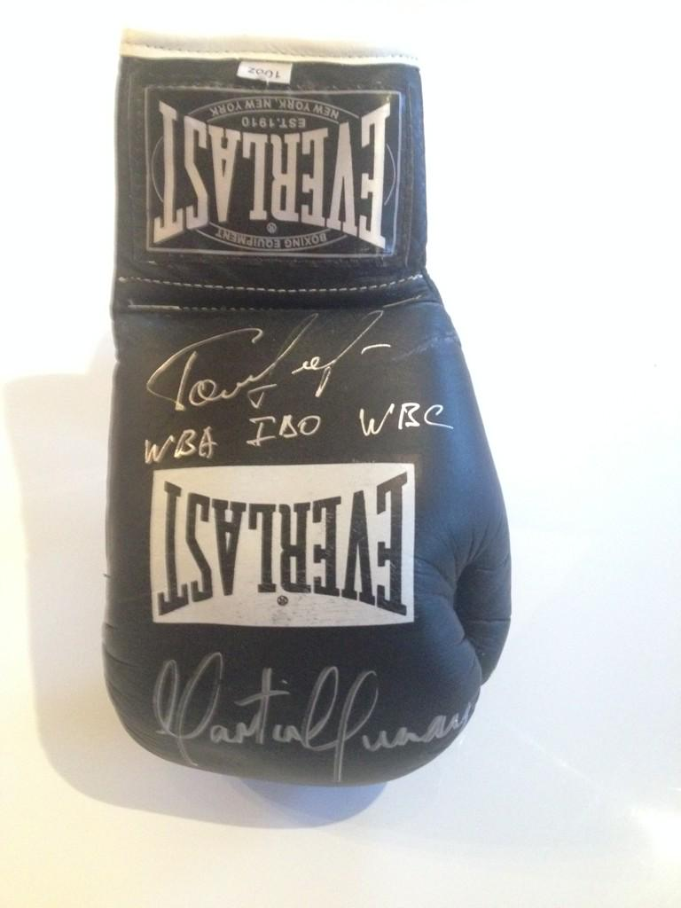 Last chance to win a signed Golovkin/Murray glove! Simply retweet this message and follow. 24 hours to go! http://t.co/4oMMxid60Q