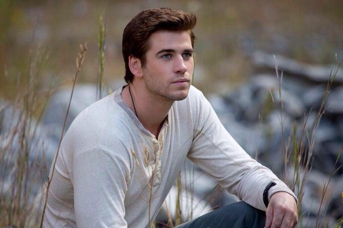 Happy 25th birthday to the sweet and insanely hot liam hemsworth, the best gale we could have