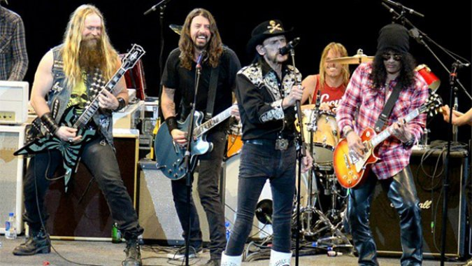 "Watch @ZakkWyldeBLS, Dave Grohl, Lemmy, and @Slash cover Chuck Berry's ""Let It Rock"" >> http://t.co/3vHHUjN83T http://t.co/G2lBwuPqaj"