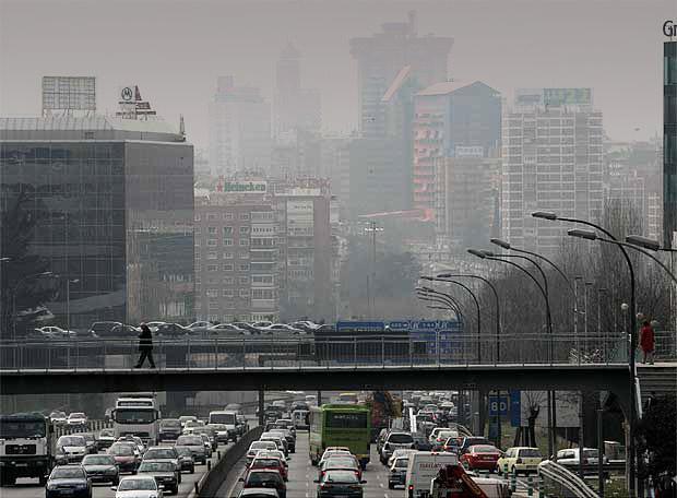 La contaminación es de todos, no permitas que desaparezca.  Usa el coche. #contaminacionMadrid http://t.co/Soa0uHAaT0