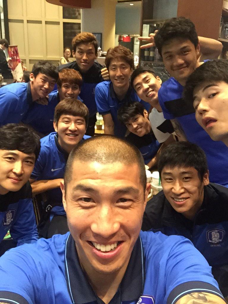 나의 마지막 축구 여행!! 우리의 출발을 보고 많은 우려와 걱정이 있는것 같다 그래도 마지막에 웃기 위해 나와 나의 사랑스러운 후배들은 매일 매일 땀을 흘리며 노력 할것이다!! 힘내자 한국 축구 국가대표!! http://t.co/fYaKrPYcSF