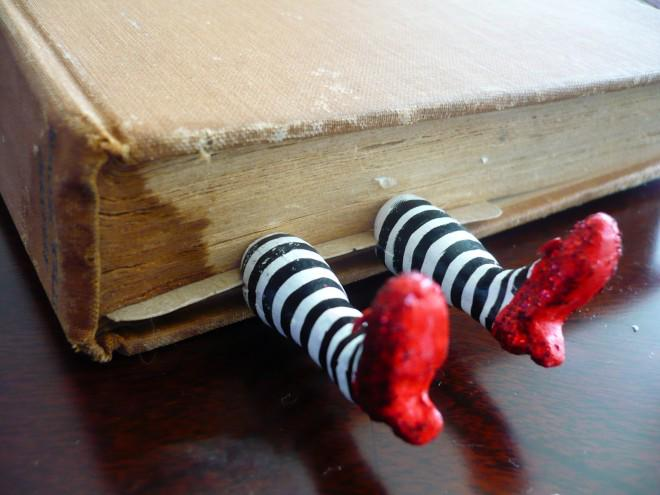 This is brill! RT @TransworldBooks: A truly incredible bookmark has just been brought to our attention. http://t.co/TeqBrUlqnR