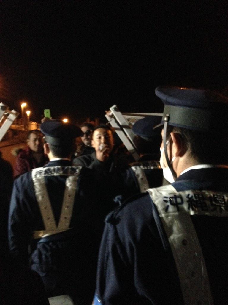 【#沖縄 #辺野古】 100名を超える県警、機動隊、アルソックによる強制排除、暴力と不当拘束の末、トレーラー10台ほど搬入。これが政府の「ご理解を」なのですね。 #IWJ_OKINAWA1 http://t.co/bSVkwzNL8A http://t.co/BFp2HQEugT