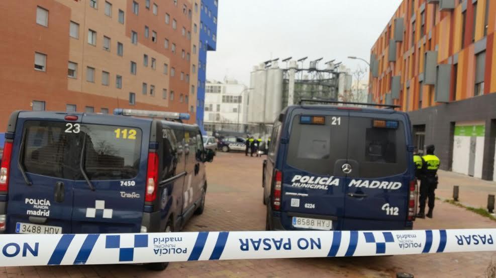 Desahucian un padre ingresado con neumonía y a su hijo en Vallecas http://t.co/j2oTmQ8sGU @Stopdesahucios @PAH_Madrid http://t.co/PmrRZJ0UPD