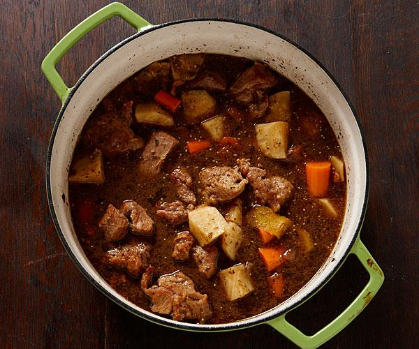 A pot of veal stew with bacon and veggies on a cold #NYC day...yes please http://t.co/QxMlfd3aFk #food @finecooking http://t.co/yp6HzDDRg5