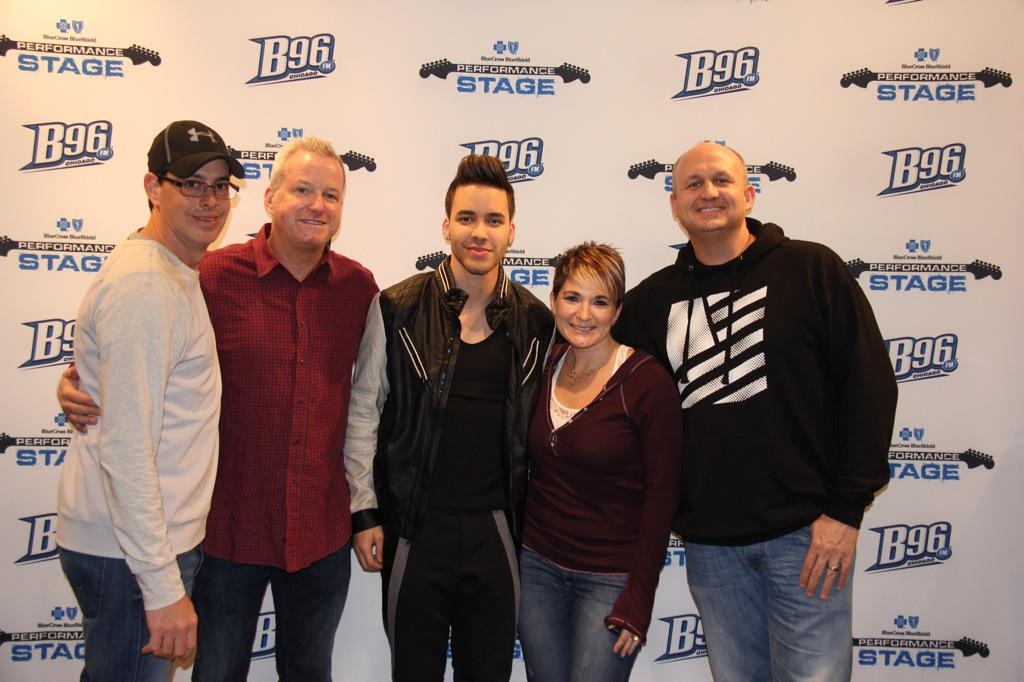 #stuckonafeeling @PrinceRoyce making new friends w/ @B96Radio crew in #chicago #Roycenaticas http://t.co/rP3l4vFfZt