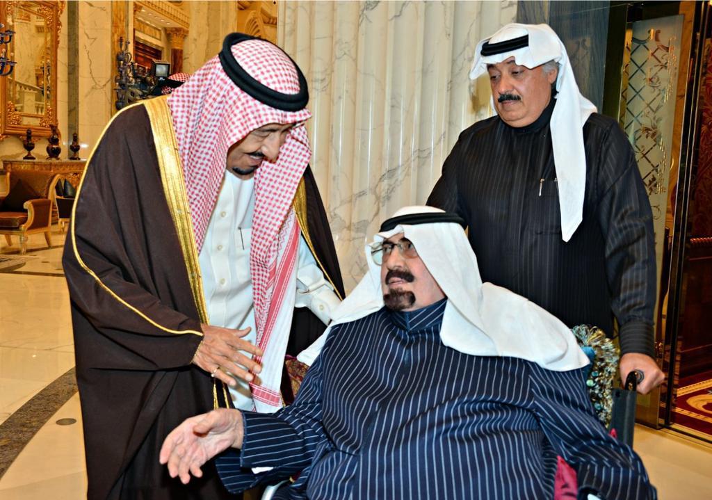 الظهور الأخير للملك الراحل عبدالله بن عبدالعزيز حين غادر لروضة خريم في 23 ديسمبر 2014 وبجانبه خليفته الملك سلمان. http://t.co/wqlbC9Ss2Y