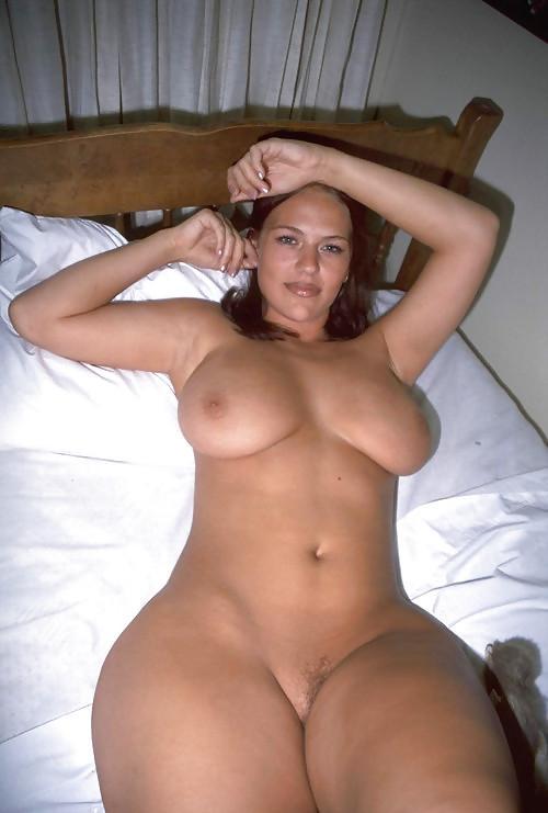 голые жены с большими бедрами