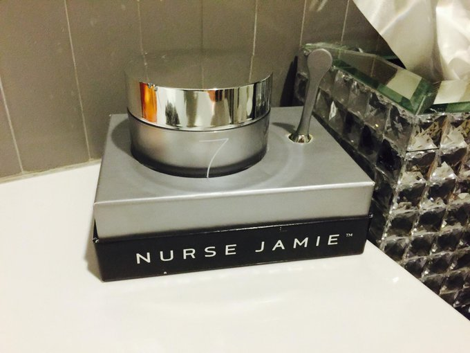 Love starting the day with this moisturizer by @NurseJamieLA #netaporter http://t.co/efTvaFgo8O