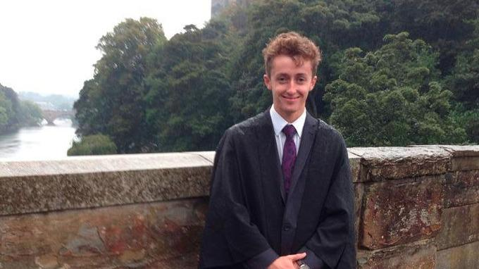 Police encourage social media users to share photo of missing student http://t.co/fFtHNQafqO #Missing http://t.co/y2BiTNx4vI