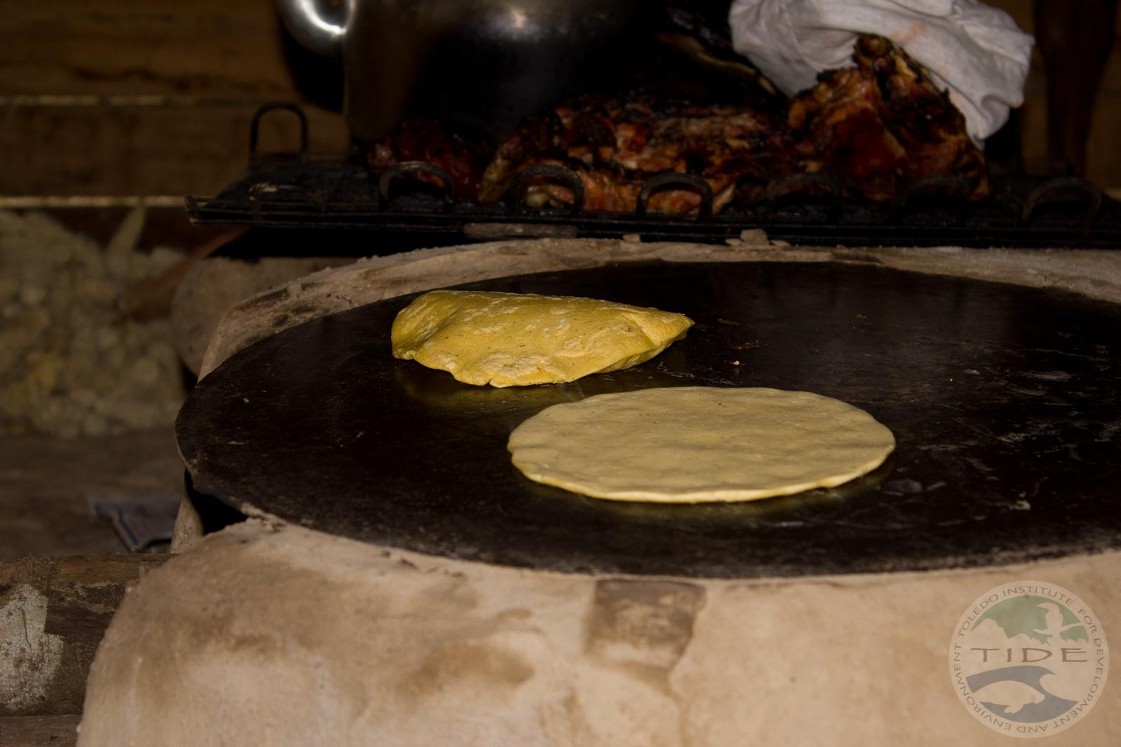 RT @TideTours: Corn tortillas and roasted pork with beans is just one of the very many #Maya lunches in #Belize! http://t.co/rVYQNysrcQ