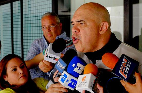 SuNoticiero (@SuNoticiero): Chúo Torrealba: La MUD se reunirá hoy para definir plan de protestas http://t.co/RgR08gTcDv http://t.co/YLYt9Uf5Wl