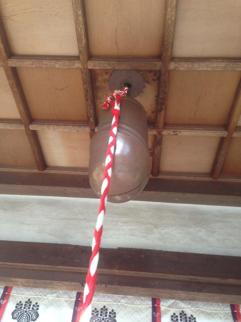神社の鈴がこの形なのはオドロキー♪ http://t.co/H3r6pqmegG