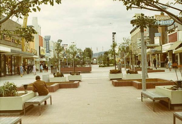 How Santa Monica's Third Street became a Promenade: http://t.co/dzE3cfli1X http://t.co/Kmsl5kHHZN