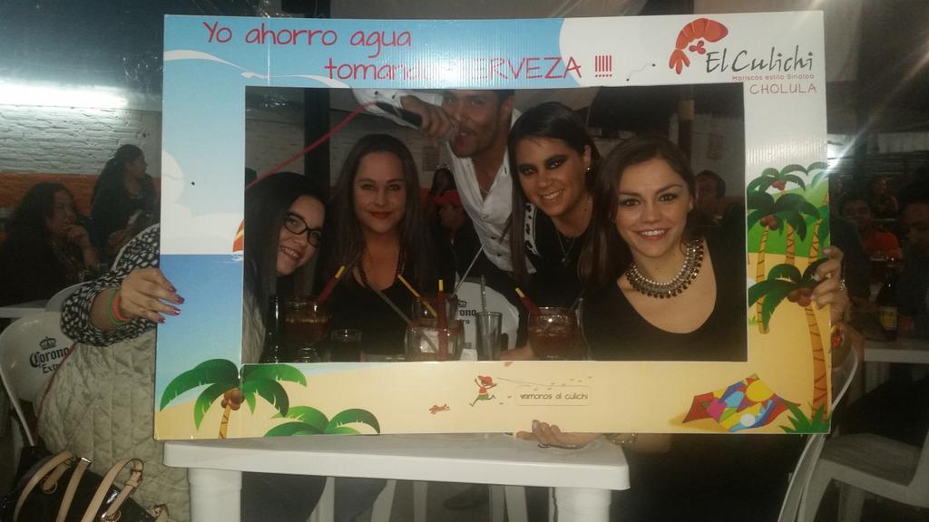 Banda Revoltosa presente en culichi de cholula!!! http://t.co/SxXrk7BFhk