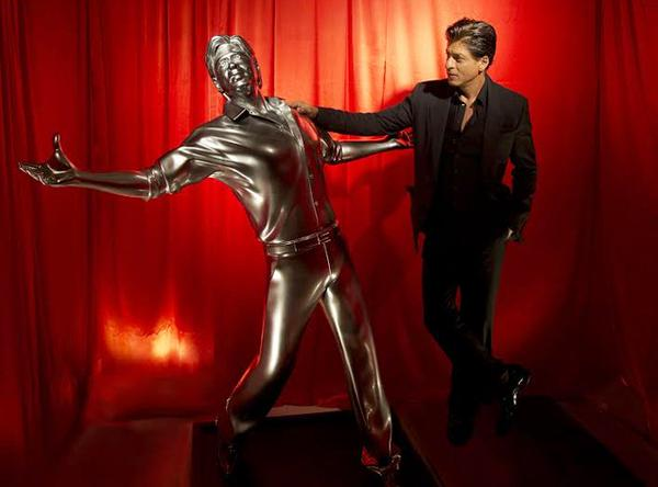 Autodesk & @vfx_redchillies teamed up to create a life size #3DPrint of @iamsrk: http://t.co/I7d0Ad5j86 http://t.co/OAjg1hleLw