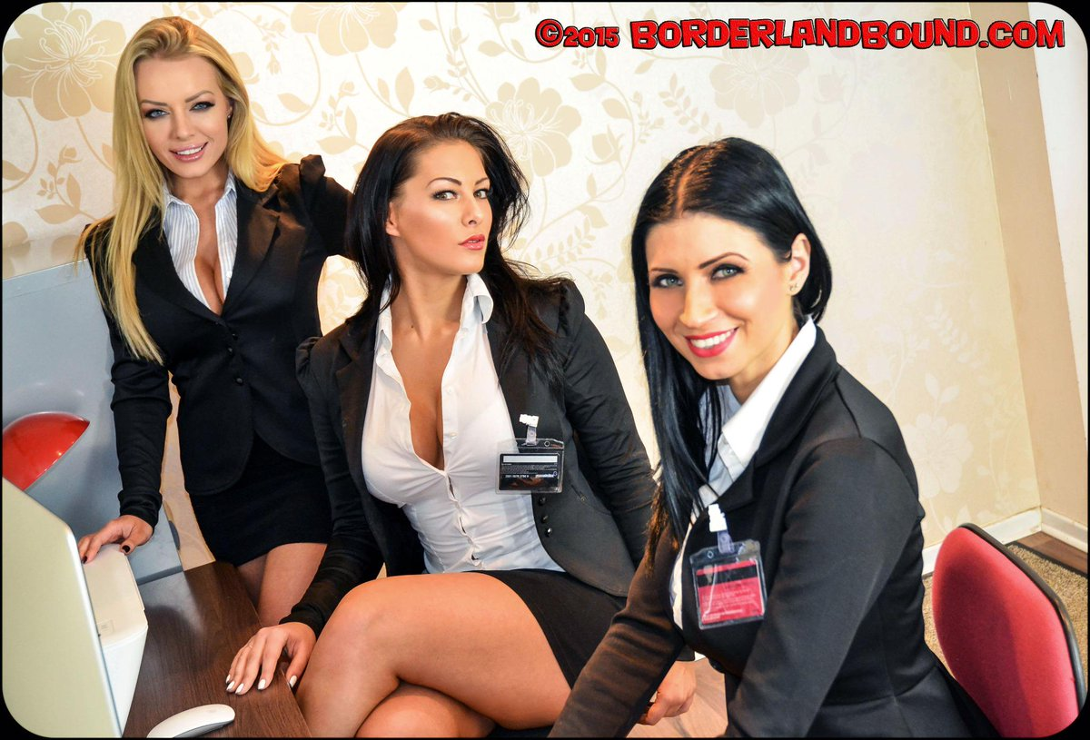 BorderlandBound (@Borderland7): So we actually DID go on to #bind & #gag sensational trio @hannahclaydon13 @Bambi_BS @Lillyroma1 #thoughtwewozdreamin http://t.co/07fhQagvWN
