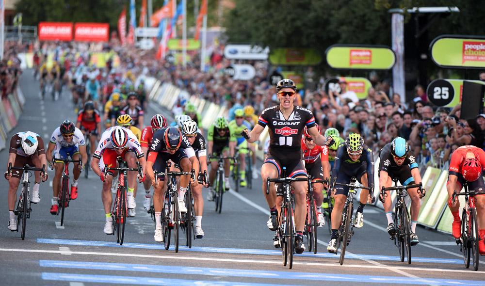 """A photo finish! @marcelkittel got the win he wanted. """"It's a great start to the season"""". Picture: Graham Watson #TDU http://t.co/nMCqVuNudE"""