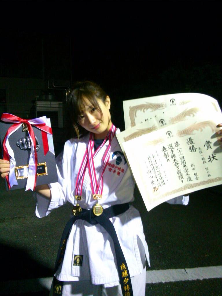 本日、全関東空手道選手権大会に出場させていただきました。  高校・一般型の部、一般女子組手の部、優勝しました...!