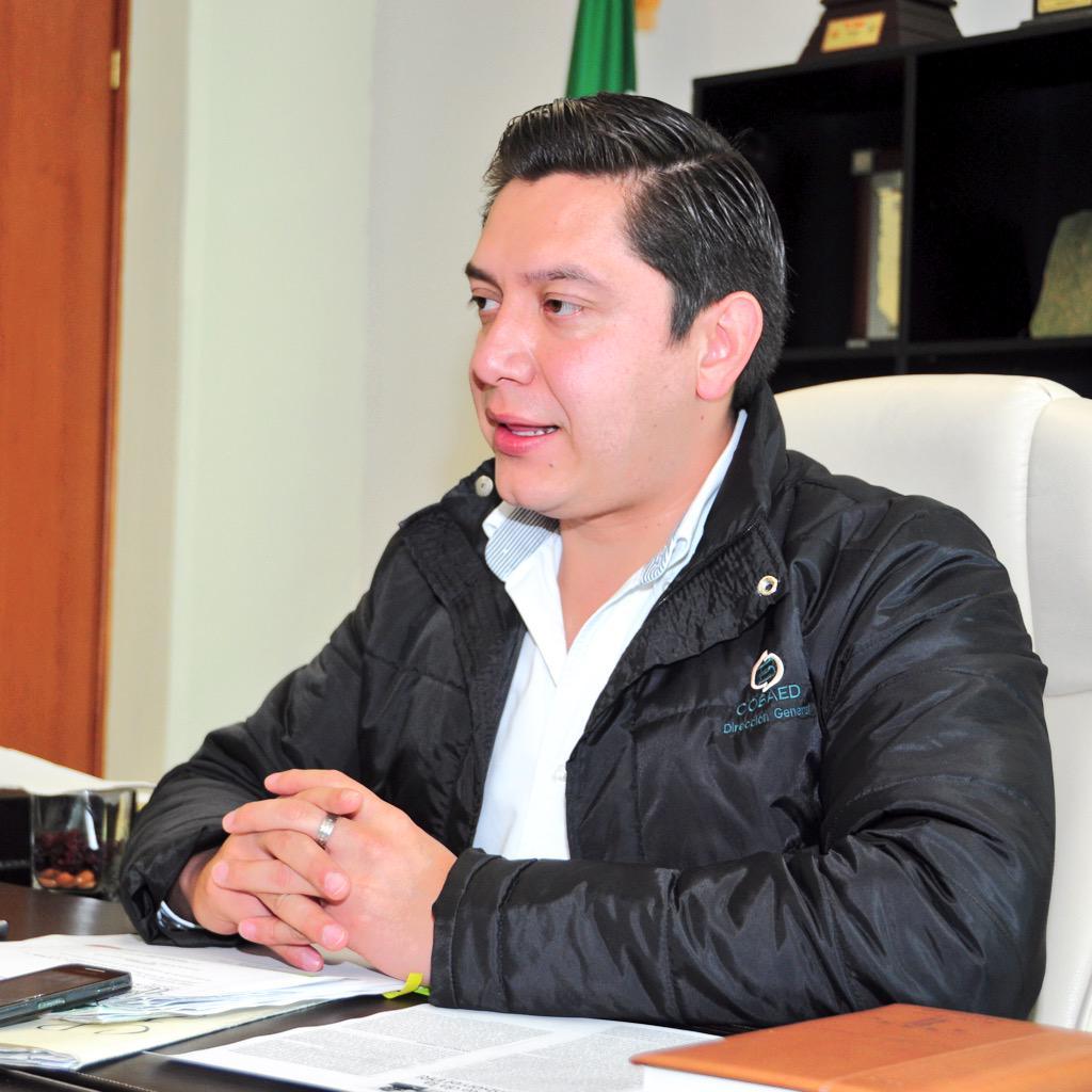 COBAED (@COBAEDoficial): Busca COBAED disminuir el abandono escolar con tecnología @chuycabrales @SEED_Dgo @lpineda10  http://t.co/KnEuStAM0N http://t.co/h4a1hKyYCJ
