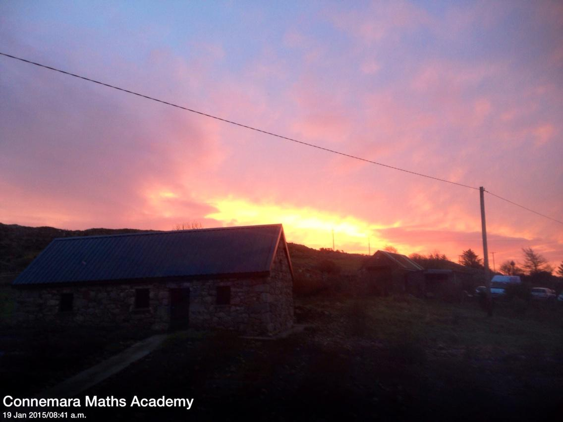Sun coming up briefly this morning #Cashel #Connemara @DiscoverGalway @renvyleweather http://t.co/hStwB7Xg4q