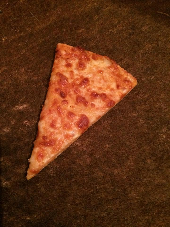 Residents mystified after slices of PIZZA posted through letterboxes in Wootton, Northampton http://t.co/sO1ZhbLwnr http://t.co/HyKqcFaMbM
