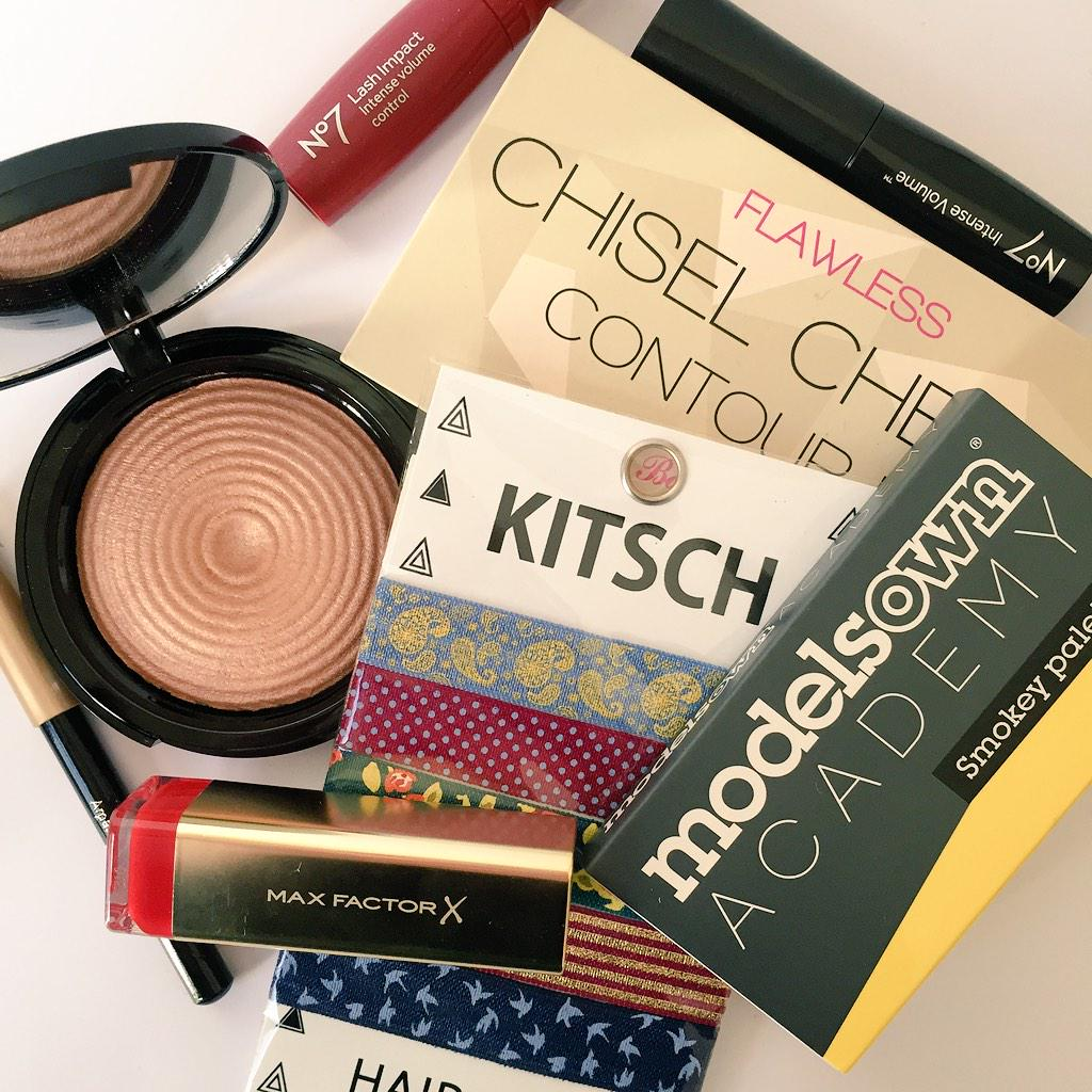 Cheer yourself up this #BlueMonday and WIN this bright bundle of makeup! Just follow & RT by 11pm (UK only) #giveaway http://t.co/Zf0lMpBeu8