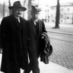 RT @HistoryInPics: Albert Einstein & Niels Bohr in Belgium, 1930 Photo by Paul Ehrenfest http://t.co/INQ3fqaKET